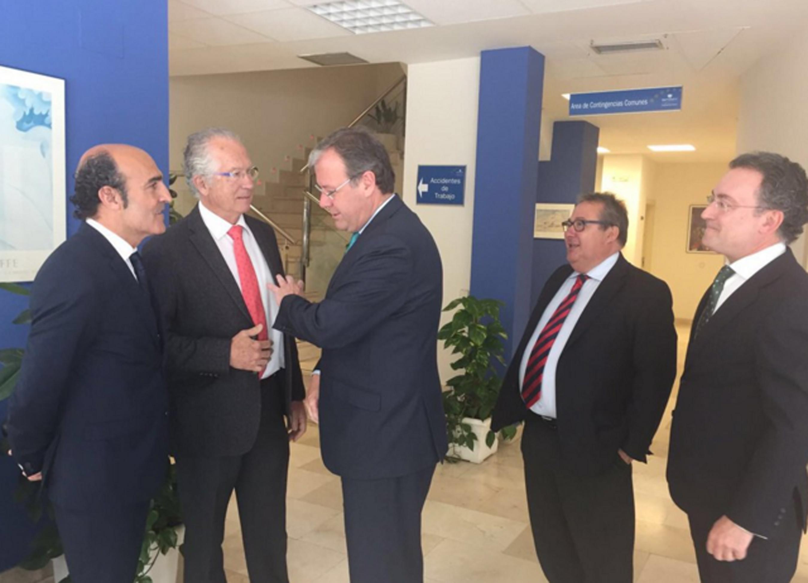 El alcalde de León visitó las instalaciones de Ibermutuamur